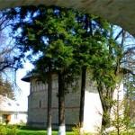Biserica-mausoleu de la Mănăstirea Războieni