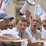 Salariaţii Azochim anunţă proteste la prefectură