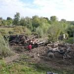 Un camion cu lemne a intrat într-o casă din Nechit