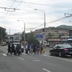 """Trecerile pentru pietoni – """"sugrumă"""" traficul din centrul oraşului"""