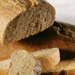 Pâinea înnegrită de coloranţi trebuie eliminată de pe piaţă