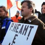 """Crezul protestatarului consecvent: """"Băiatul meu va învăţa să fie un bun român"""""""