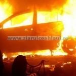 Două mașini arse, în week-end