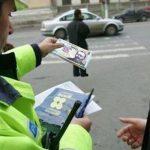 Polițist local, trimis în judecată pentru luare de mită pe interzis