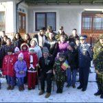 """Militarii și copiii de la """"Alexandru Roșca"""" au colindat un veteran de război ajuns la 103 ani"""