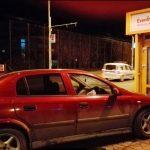 """Beat criță, un hunedorean a ratat giratoriul și a """"parcat"""" în stâlp"""