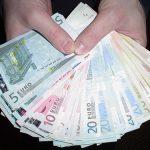 A furat peste 12.000 euro dintr-un bar