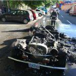 Un scurtcircuit a făcut scrum o superbă mașină de epocă, în Piatra Neamț