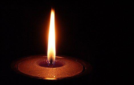 Imagini pentru candela aprinsa